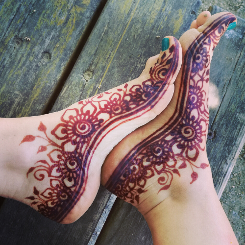 Tatuaggio henné sui piedi